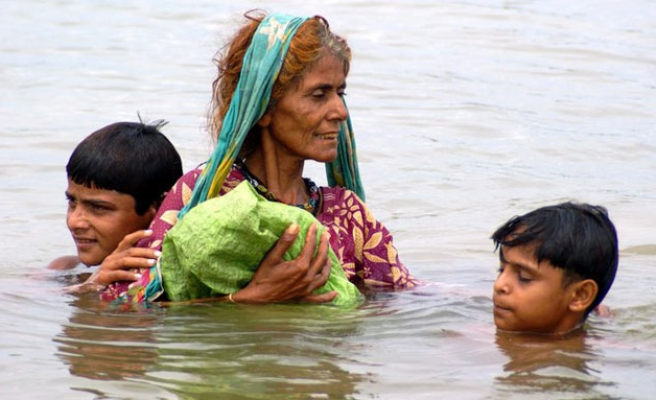 Pakistan's flood victims save what they can