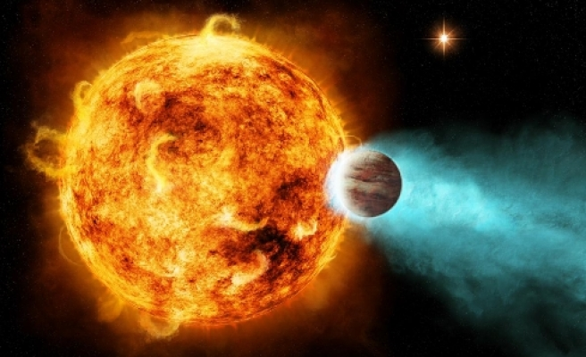 Star blasts planet with X-rays / VIDEO