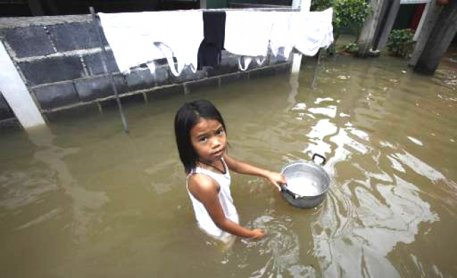 Deadly floods cause widespread damage in Thailand