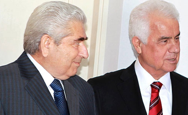 Cypriot leaders discuss economy in reunification talks