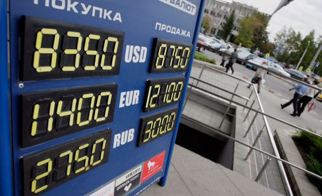 Oil falls on Europe debt woes, firm dollar