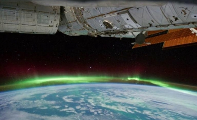 Polar auroras taped from space / VIDEO