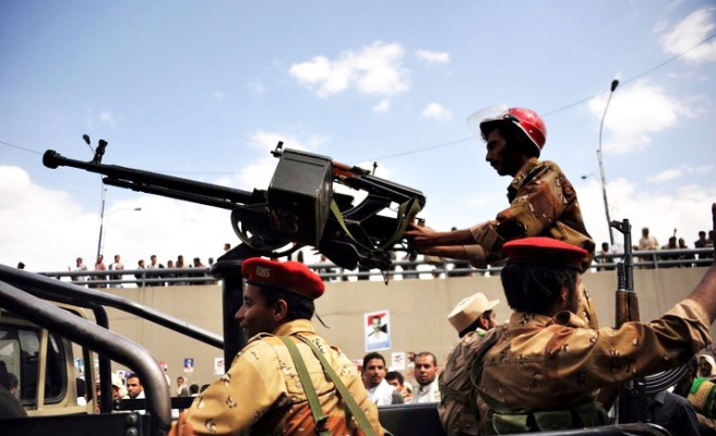 Yemeni forces attack Sanaa opposition camp