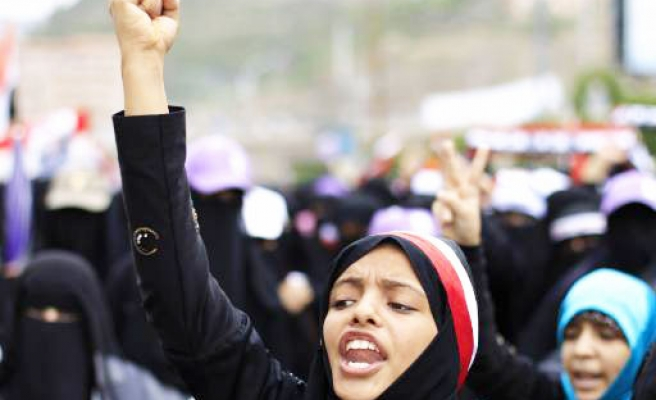 Yemen prepares for long protests after Saleh disappoints