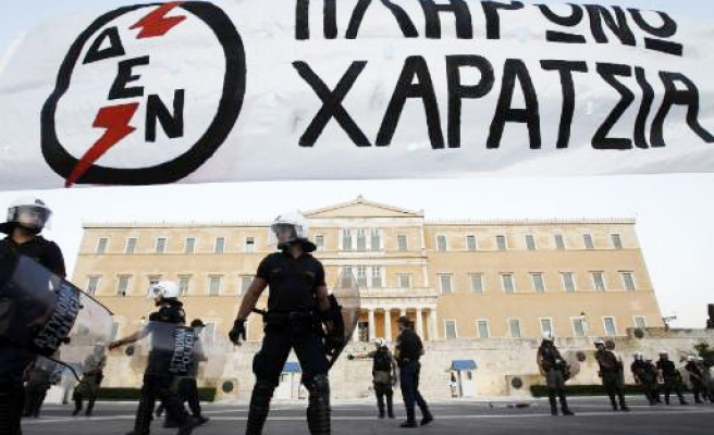 Greece set to approve new property taxt, unions to strike
