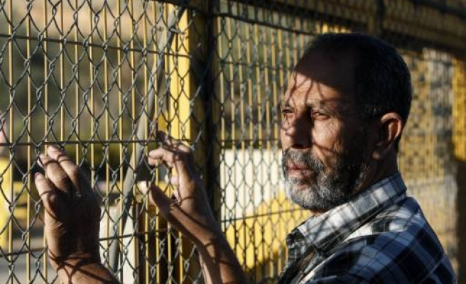 200 Palestinian detainees end hunger strike