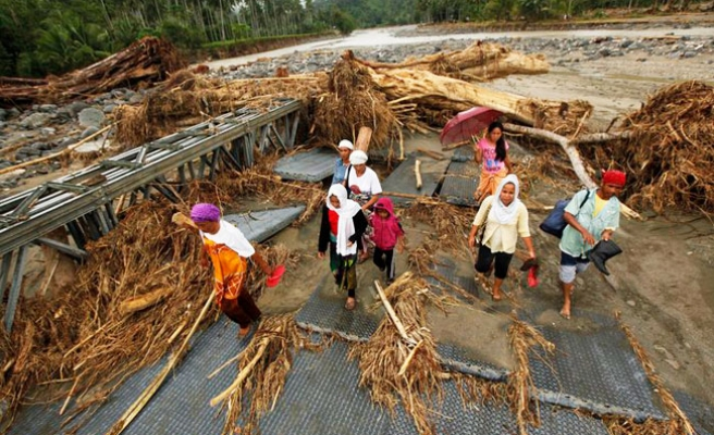Thousands evacuated in Philippines' 'last storm'