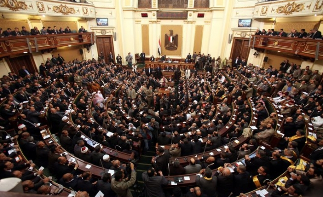 Egypt court move suspends constitution row