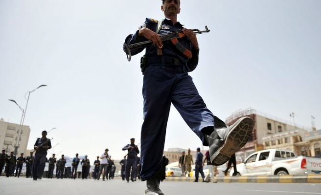 Elite Republican Guards attack Yemen Defence Ministry