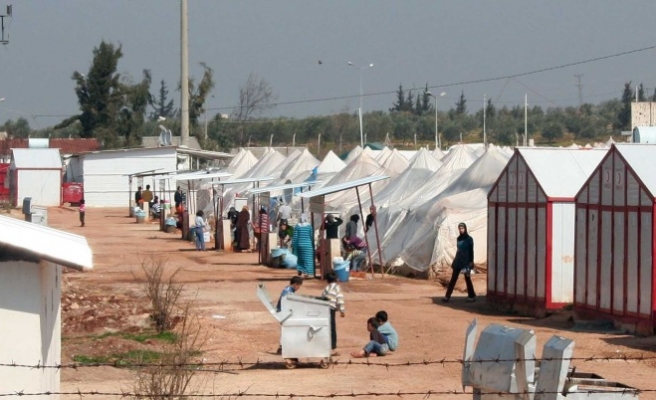 WFP suspends food aid for 1.7 mln Syrian refugees -UPDATED