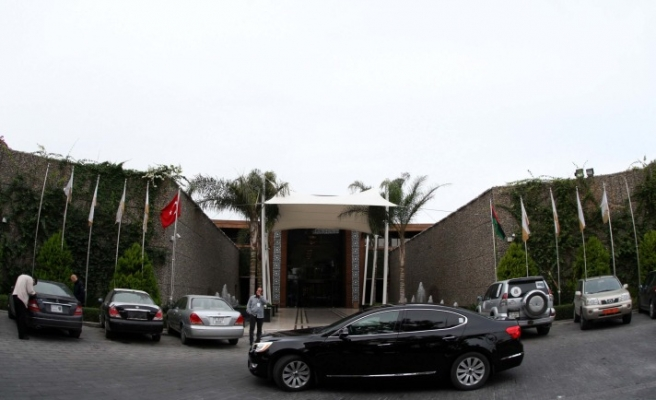 Turkey closes Benghazi consulate, urges nationals to leave