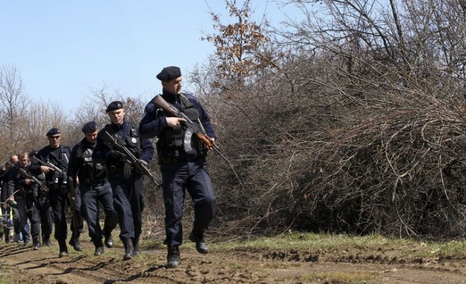 Serbia 'to disband' clandestine security forces in N.Kosovo