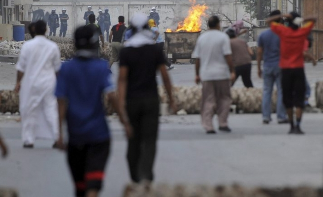 Bahraini police clashes with youths