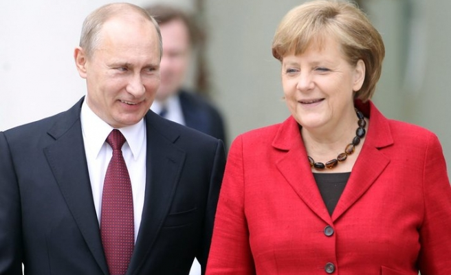 Merkel draws lessons from peaceful German unity