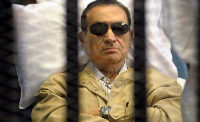 Mubarak's retrial resumes in secret hearing