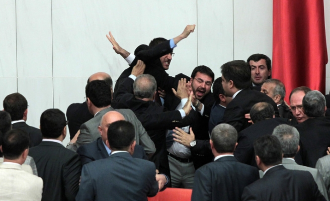 Turkish Parliament abolishes specially authorized courts