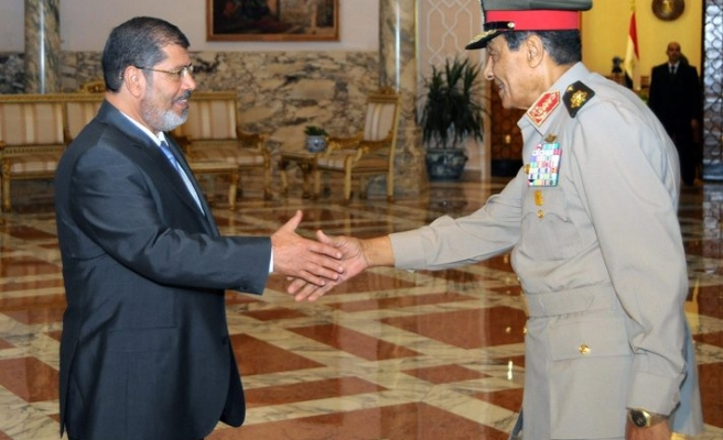 Egypt army meets to discuss presidential decree