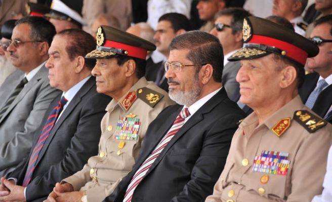 Egypt's Tantawi keeps defence ministry post