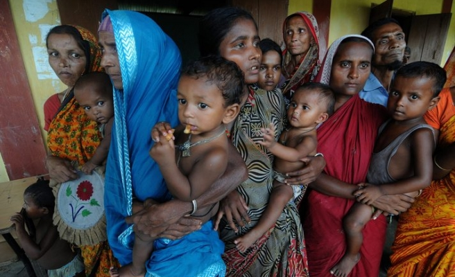 Refugees flee ethnic violence in India's Assam / PHOTO