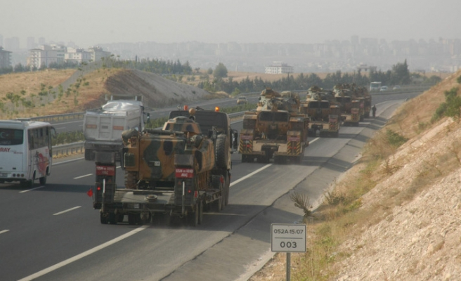 Turkish military convoy heads for Syrian border: reports