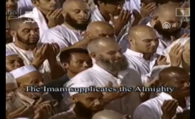 Kaaba imam prays for Syrians, other persecuted Muslims / VIDEO
