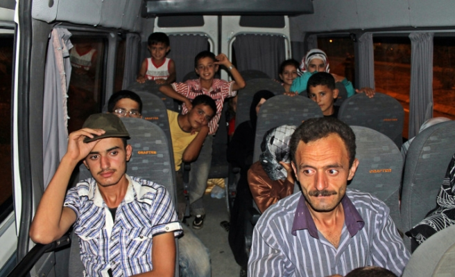 More than 3,500 Syrians flee to Turkey in past 24 hours