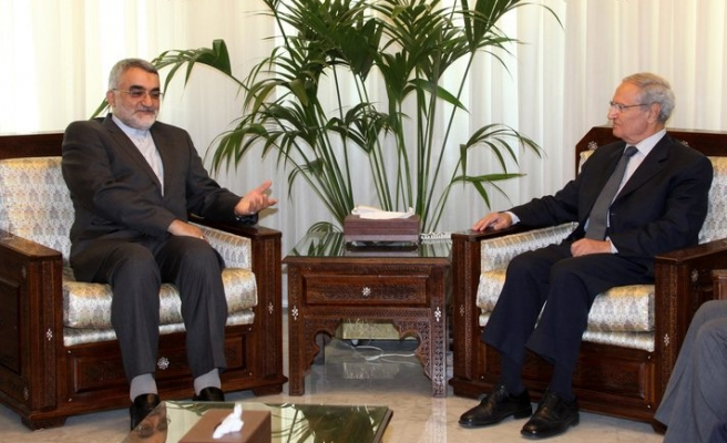 Syria VP appears, ending defection rumours