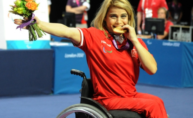 Turkish athlete sets new world, Paralympic records in weightlifting