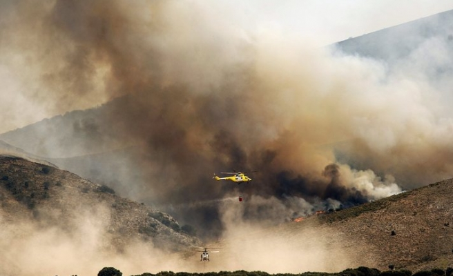 Thousands evacuated as Spain fire spreads