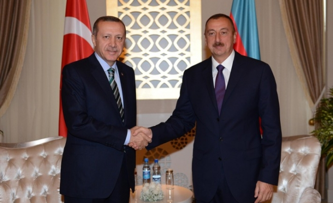 Azerbaijan reduces work permit fee for Turkish citizens