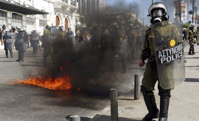 Greek police violate human rights, says Amnesty