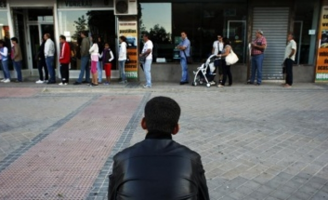 Number of jobless in Spain rises