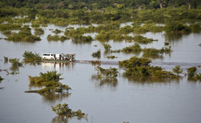 Mozambique rescues 12,000 families from floods