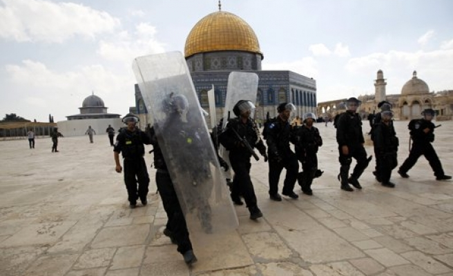 Israeli soldier steps on holy Koran at  Al-Aqsa Mosque