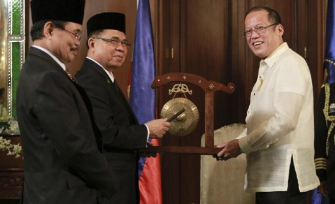 Philippines agrees peace with Muslim rebels- UPDATED