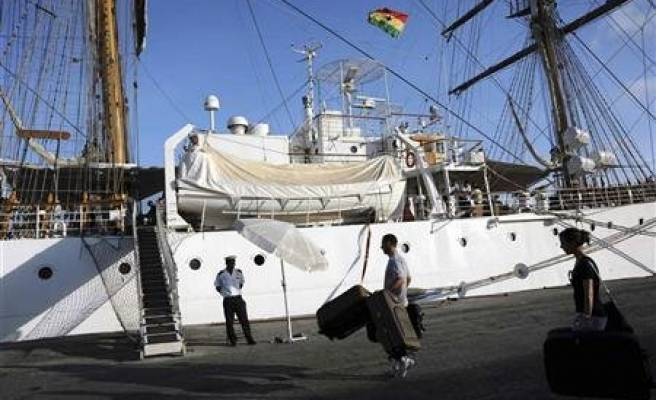 Impounded Chinese cruise ship released