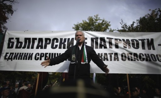 Bulgarian racists caught after Turk attack, Malian stabbed