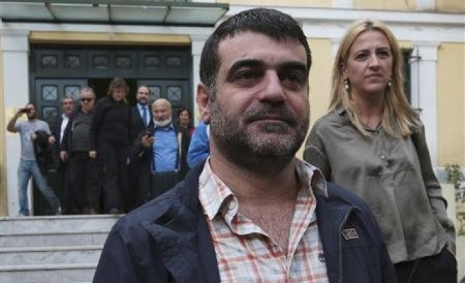 High officials detained over bribery in Greece