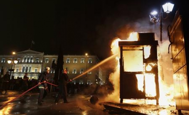 Dozens of immigrants in Greece clash with police