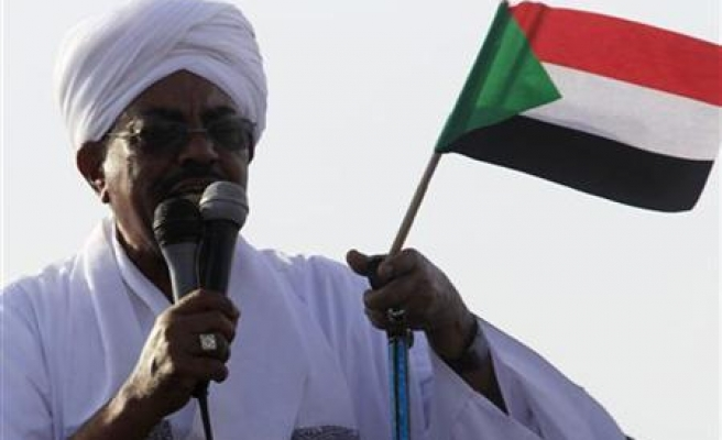 Sudan suspends two dailes for critical coverage