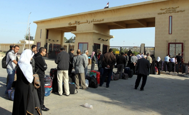 Gaza official urges Egypt to open Rafah crossing