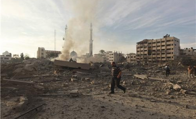 Gaza blast kills Hamas operative, injures 4