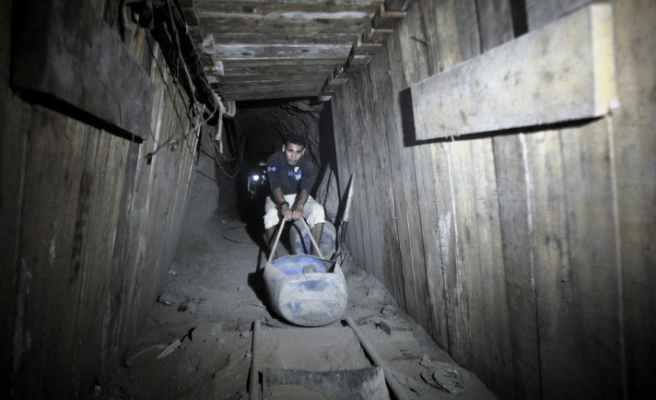 Gaza smuggling tunnels partially back in operation