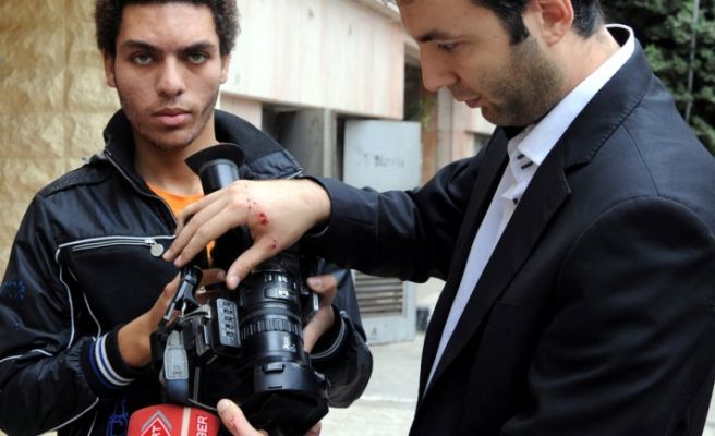 Protesters attack Turkish journalists in Cairo