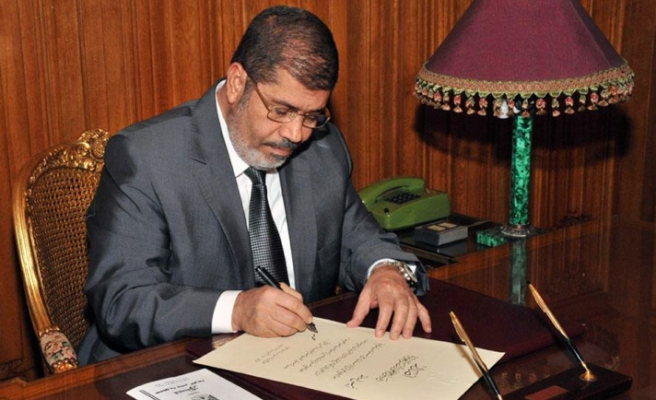 Egypt's Mursi to seek compromise on judges