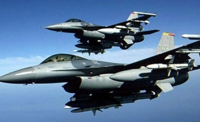 Turkish jet fighters conduct reconnaissance flights over Syrian border