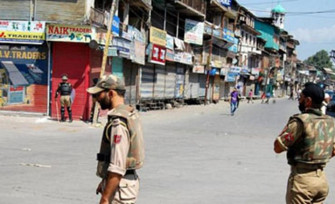 Two Pakistani soldiers wounded in Kashmir clash