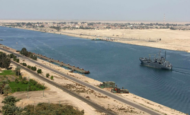 Egypt pushing ahead with Suez port expansion projects