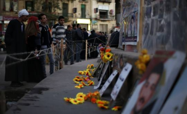 Egypt sets stage for victims Tahrir memorial