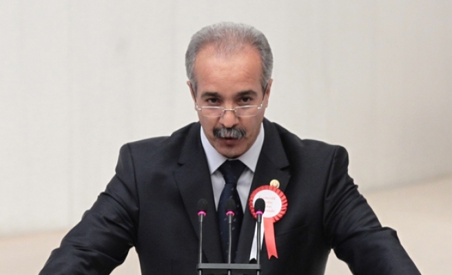 Ex-CHP deputy Firat joins AK Party
